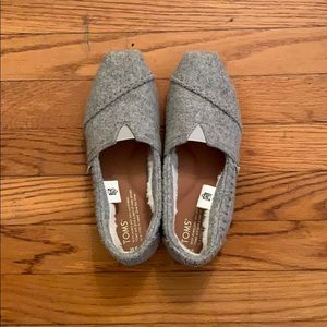 (6) Toms slippers